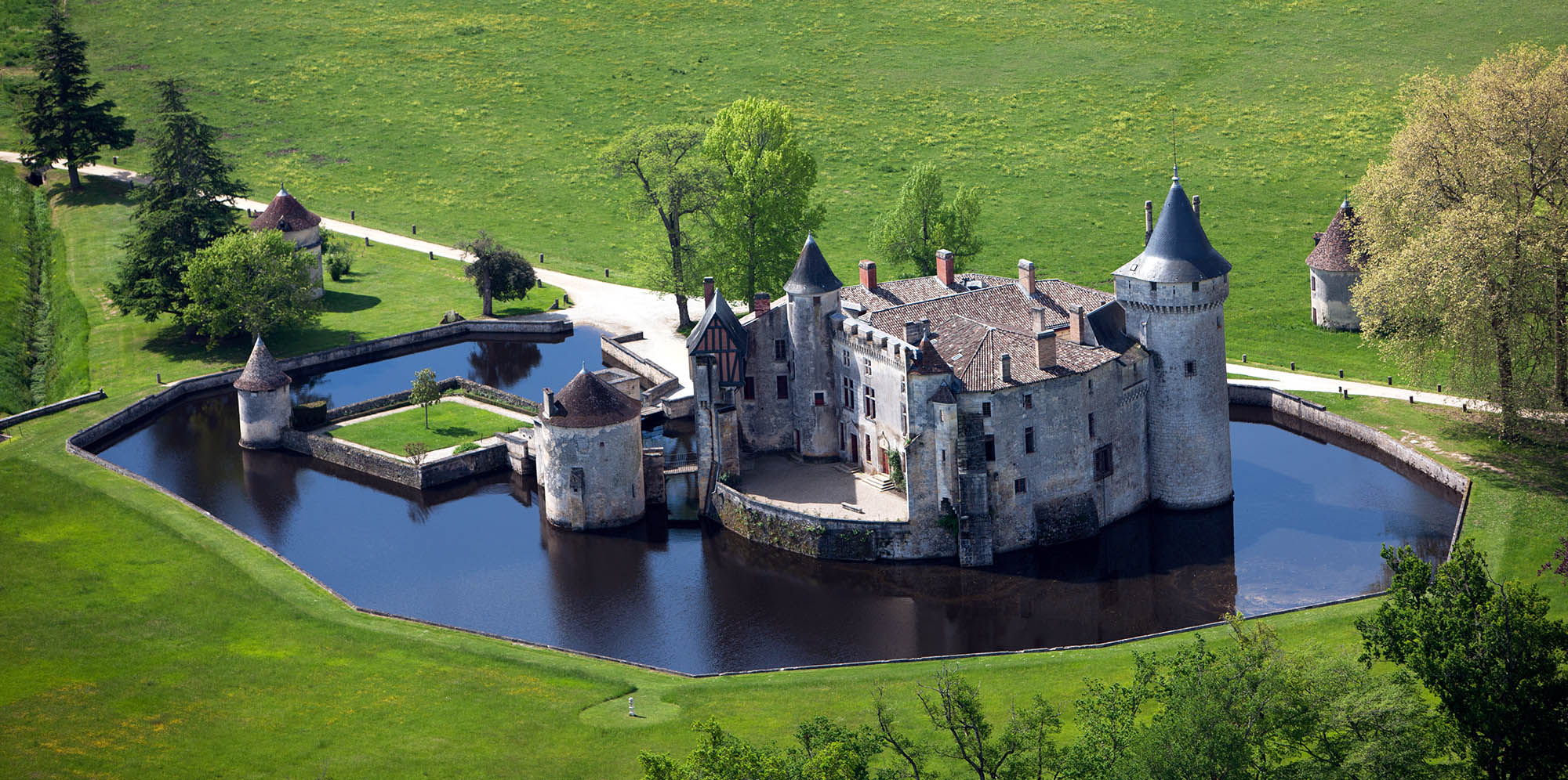 Chateau-Brede-Slider-home-3